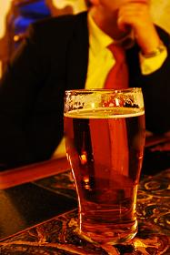 Men who regularly drink alcohol are said to lower their risk of heart disease.